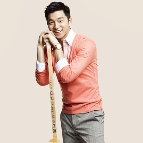 Gong Yoo modeling a great spring look. A lightweight sweater in the peach, coral family with gray pants.