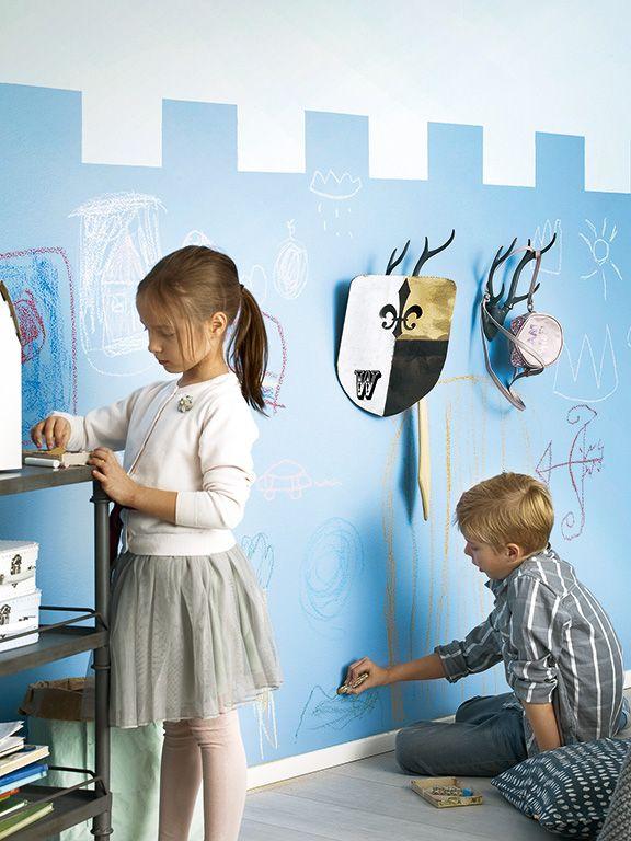 Pokój dziecięcy #kids #kidsroom #farbatablicowa #chalkboard  Ściana pomalowana farbą tablicową Tikkurila Liitu.