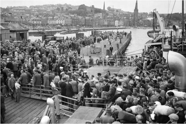 Glasgow Fair visitors arriving at Rothesay Pier in July 1957.