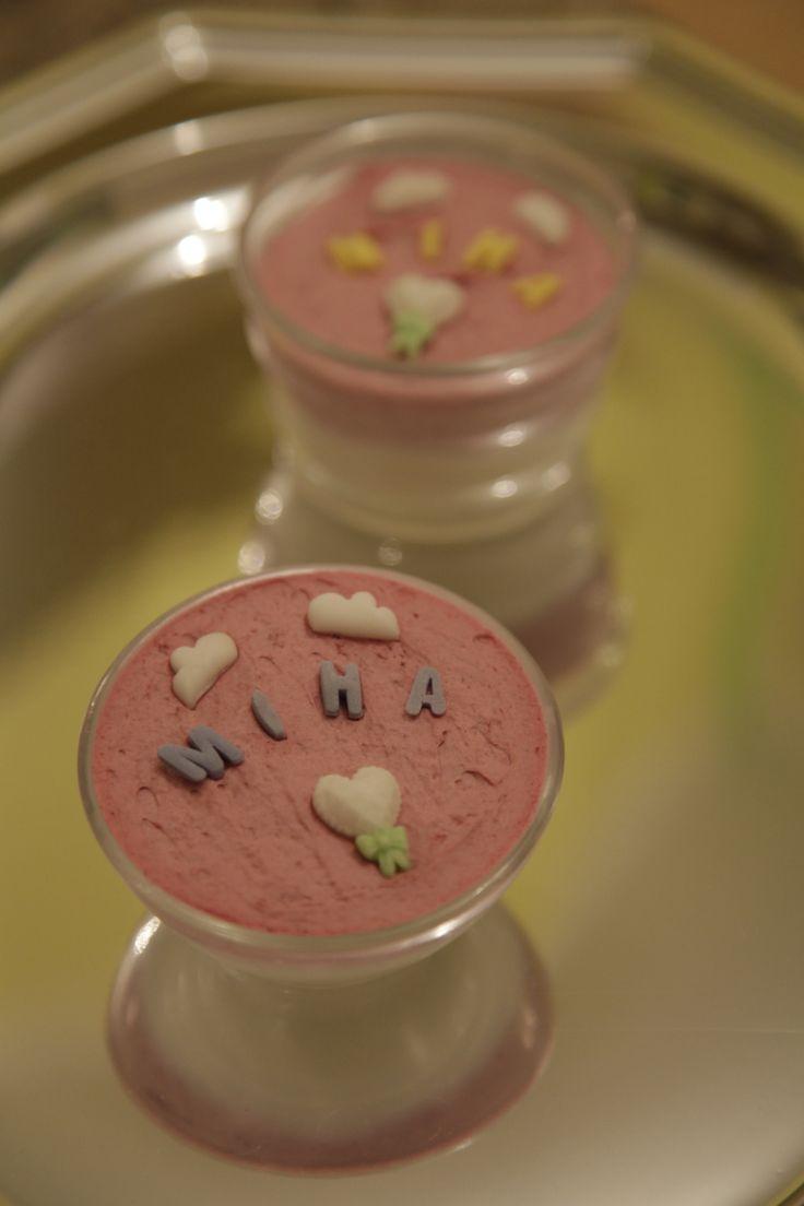 Mousse de mure si ciocolata albă la pahar