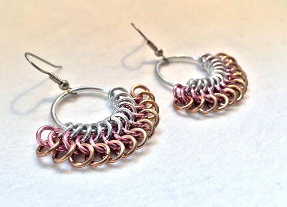 Chainmaille marrón rosa pendientes brillante y por TalespunMaille