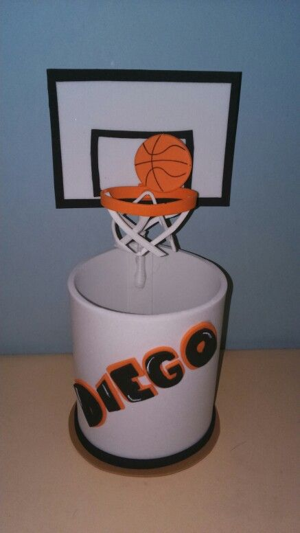 Bote decorado con canasta de baloncesto.Mundifomy.blogspot.com