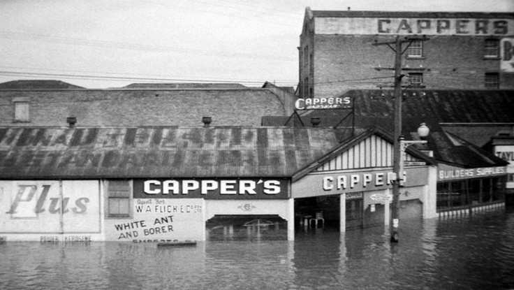 A selection of photo's from the 1955 Maitland flood.Featured is the Capper's Buildings in High Street, not far from the Maitland Mercury Newspaper office. v@e