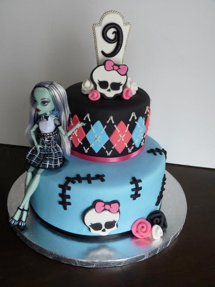 Childrens Birthday Cakes - Monster High Cake. Fondant and gumpaste with doll.