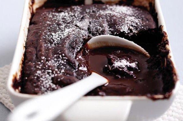 Daddy Cool!: Λαχταριστό κέικ σοκολάτας με σάλτσα σοκολάτας (νηστίσιμο)