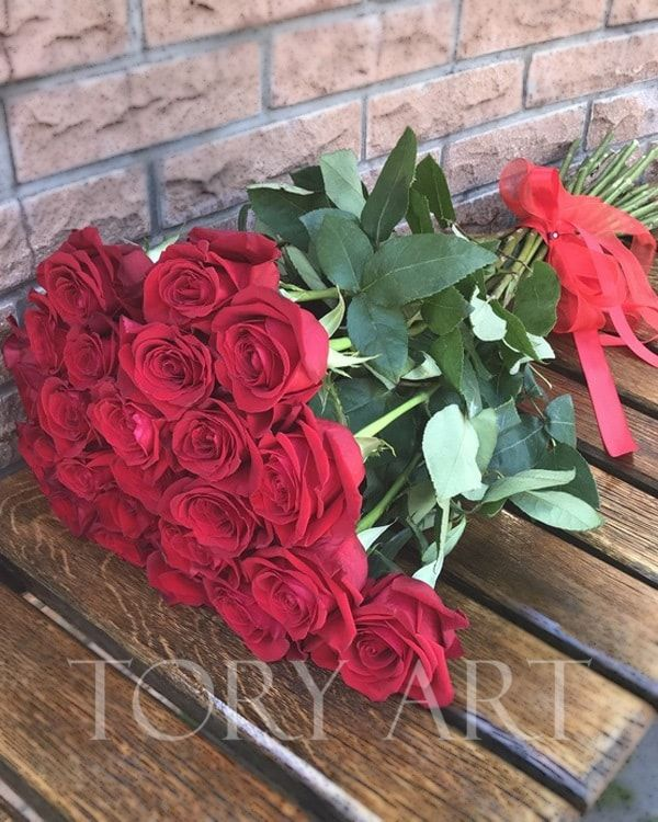 Букеты Роз от студии TORY ART. Доставка цветов по Киеву #bouquetofflowers #bouquetofroses #bouquetofroses #bouquetofredroses #101roses #букетроз #букезизроз #toryart #розыкиев #цветыкиев #букетрозкиев #доставкацветовкиев #букетыкиев #красивыебукеты