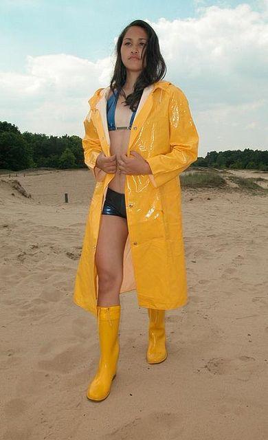 yellow pvc raincoat yellow rubber boots cire jaune pinterest jaune bottes et imperm able. Black Bedroom Furniture Sets. Home Design Ideas
