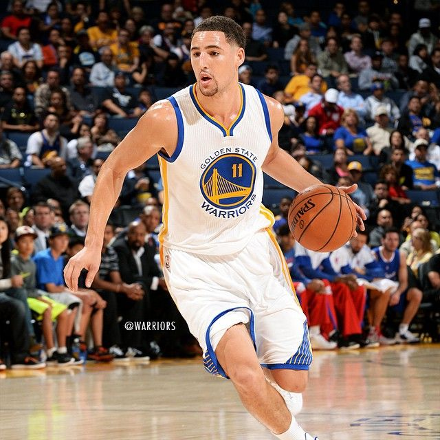 OFFICIAL: The #Warriors sign guard Klay Thompson to a multi-year contract extension. Full news release on warriors.com.