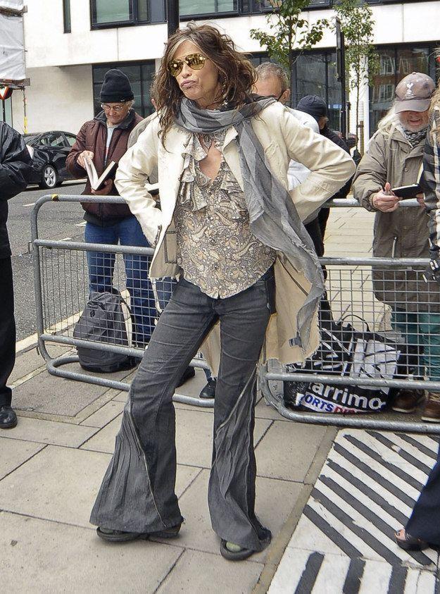 Стивен Тайлер Многие, кто любит рок, или же просто следит за музыкальными новинками, а так же за популярными исполнителями международной эстрады, знают Стивена Тайлера — прошлый вокалист в группе Aerosmith, которая зажигала огромную миллионнуюПодробнее...