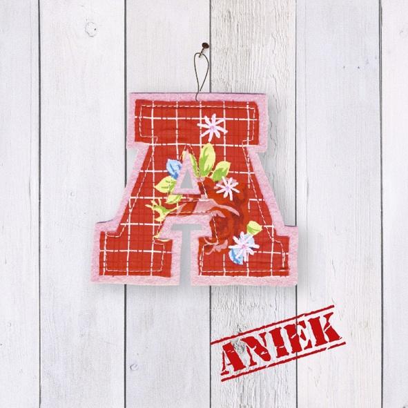Geboortekaartje met 'stoffen' letter. Kies je eigen letter uit onze illustraties en bestel bij JilleJille.nl | birth announcement