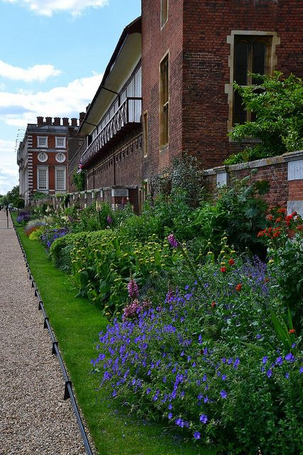Hampton Court Palace by Laura VW, via Flickr