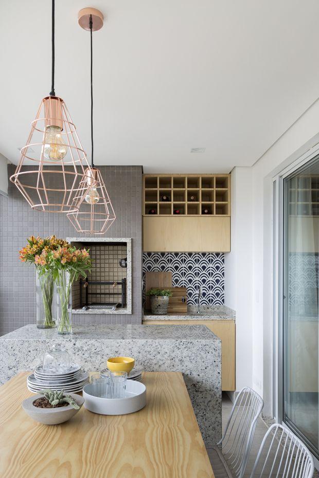 Cozinha: bancada cinza e tudo lindo