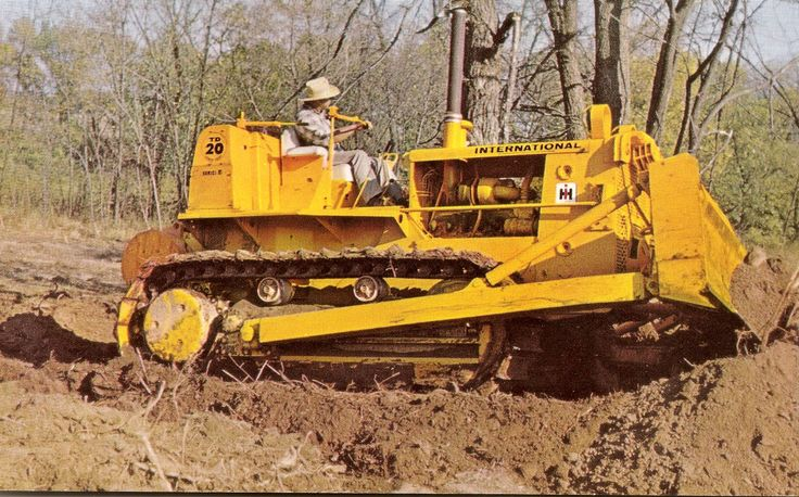 A not uncommon sight in the mid 1960s was a dozer still fitted with a cable blade. In this case, a Superior front-mounted unit. On the rear of the tractor is a Carco towing winch. Photo taken in Louisiana, USA
