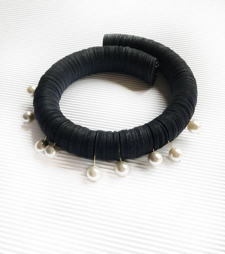 Un preferito personale dal mio negozio Etsy https://www.etsy.com/it/listing/557977527/collana-elegante-nera-di-carta-con-perle
