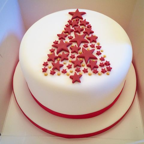 Finally got time to bake and decorate a Christmas cake for my family. Simple but effective design 🎄#lydiaclarescakes #christmascake #cake #cakedecorating #icing #baking #handmade #homemade #christmastree #stars #red #simpledesign #christmas