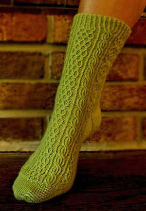 knitted socks - free pattern. This is a very pretty sock pattern, will have to add it to the endless list of socks I want to knit.