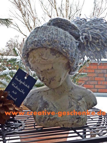 Kuschlige Kinderbommelmütze in hellblau/weiß von Maschenhaft Ideen für Creative Geschenke auf DaWanda.com