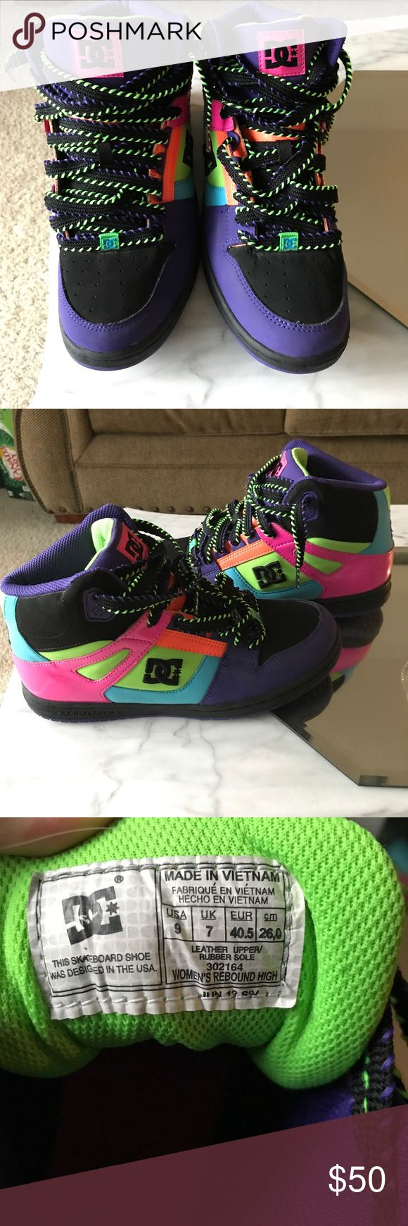 DC. SKATE HIGHTOP 90's style shoes SZ 9 Great condition!! Worn a few times!! SMOKE FREE HOME! DC Shoes Athletic Shoes