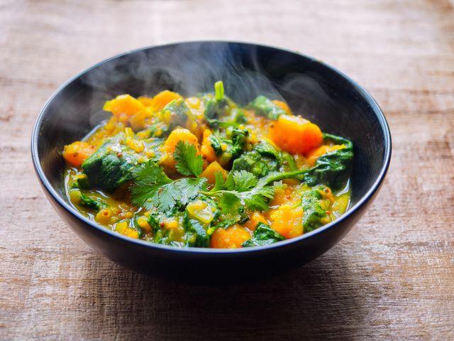 Zoete aardappel curry met spinazie