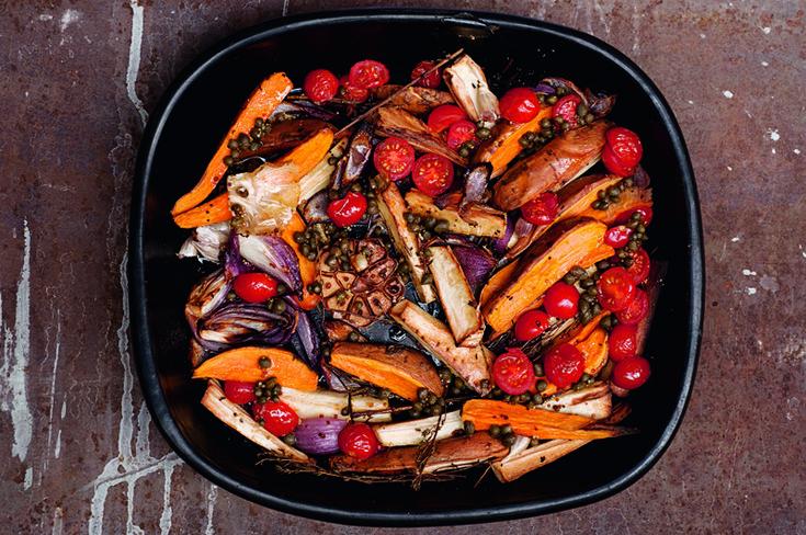 Pečením získá zelenina plnou chuť, která uspokojí i zavilé masožravce. Tento recept využijte jako vzor, který můžete obměňovat podle chuti nebo podle obsahu své lednice. Voňavou zeleninu servírujte...