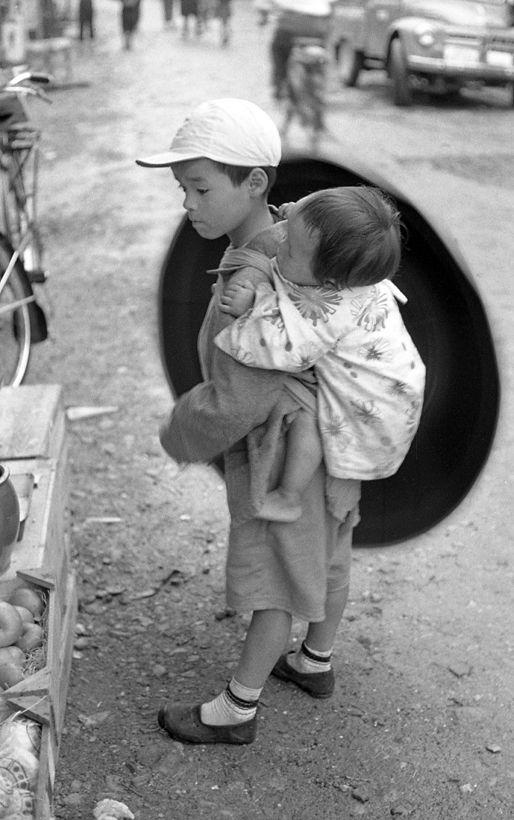 兄弟 昔は上の子が年下の兄弟の面倒を見るのは普通でしたね。だから早くしっかりしたのかも…