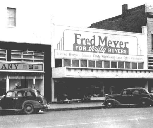 Salem's first Fred Meyer store on Liberty Street in downtown Salem, Oregon :: Statesman Journal Newspaper