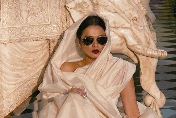 Oh my god, Rekha in Ray Bans...I think I just died of happiness.