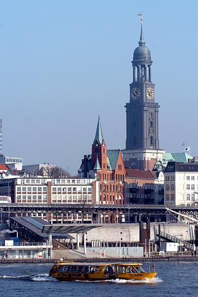 Hamburg, Blick auf den Michel #hamburg #hh <<< repinned by www.BlickeDeeler.de