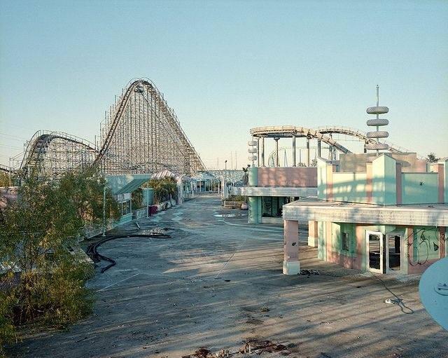 Six flags New Orleans, we went there back in 2004 for a high school choir trip.. Crazy to see it abandoned..