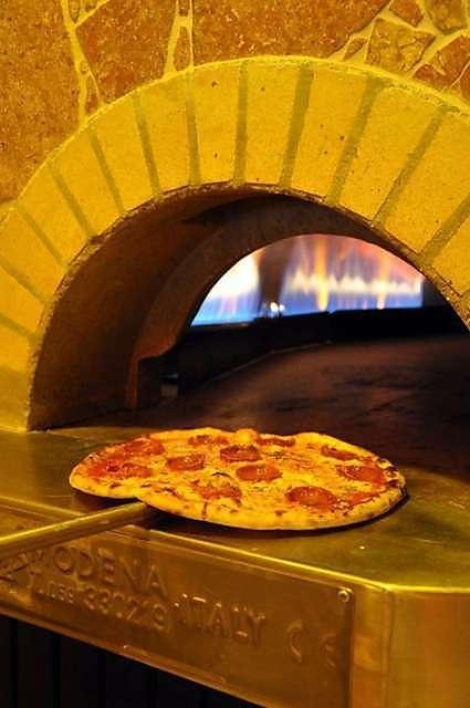 PIZZA HOUSE est spécialisé dans la préparation de pizza et la Livraison pizza paris domicile et au bureau 7j/7. http://allo-pizza-fr.com/livraison-pizza-paris.html#
