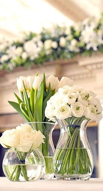3 variedades de flores blancas en 3 diferentes tipos de jarrones, una profundidad decorativa sencilla y genial. #CentrisDeMes