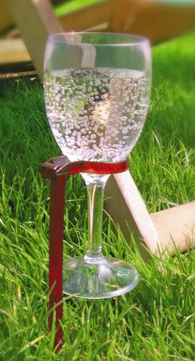 What a clever idea for a summer picnic! Hands free wine glass holder from Villa Mondo