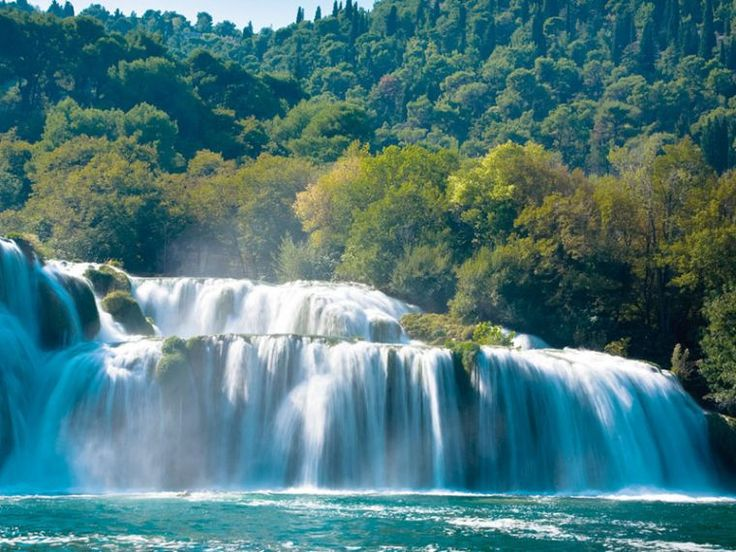 Due to its position Podgora is an ideal starting point from which to engage in exploring the surrounding sites and attractions on offer. Nearby you can visit the valley of the Neretva River, the Baćina Lakes, the pirate town of Omiš and the canyon of the river Cetina as well as the islands of Brač and Hvar. https://medorahotels.com/en/destination/attractions/