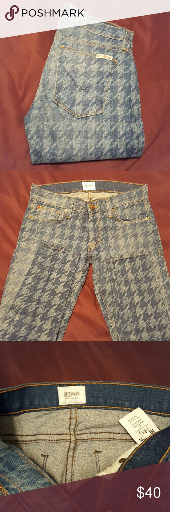 """Hudson Skinnies Excellent condition. Made in Los Angeles  Krista Super Skinny style W407DCO Cut 5634 FA 98% Cotton  2% Elastan   Flat Unstretched Measurements  Waist 13"""" Rise 7"""" Inseam 29"""" Hudson Jeans Jeans Skinny"""