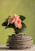 Композиция-комплимент от флористов Корал Шарм. Заказать букеты и композиции из одного цветка можно в студии флористики coralsharm.ru