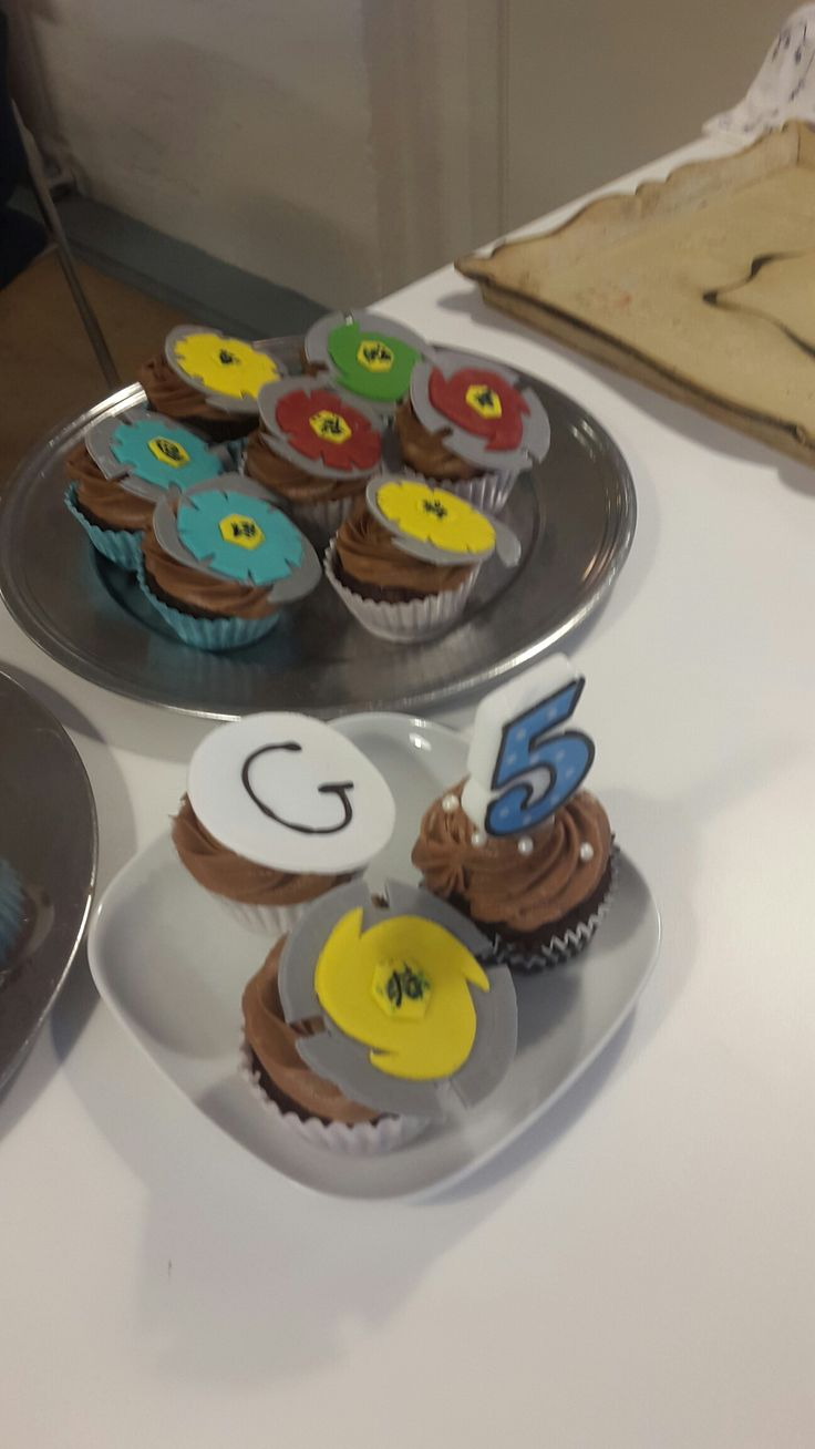 Bayblade cupcake