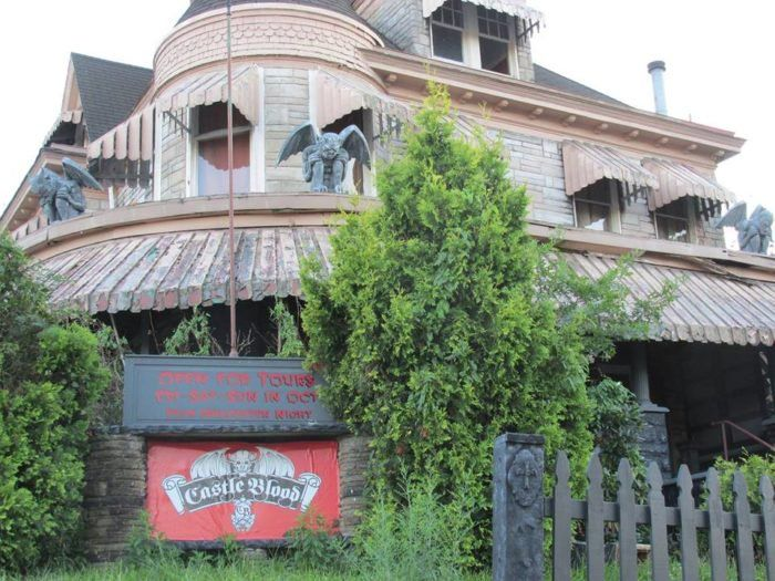This Old Funeral Home In Pennsylvania Is Now A Haunted House And One Visit Will Give You Nightmares Haunted House Monessen Castle