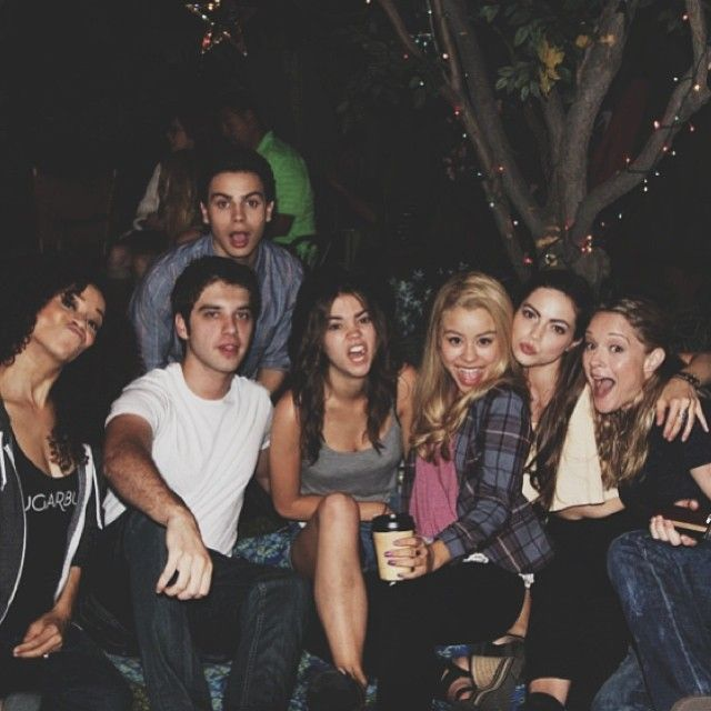 The Fosters cast is so cute! We love this Behind-The-Scenes photo from Maia's Instagram!