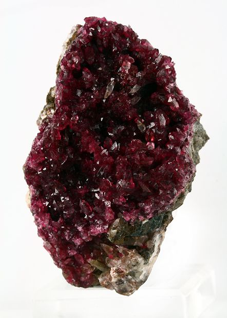 Roselite from MoroccoCrystal, Burgundy Crystals, Nature Stones, Beautiful Daughters, Bordeaux, Morocco Minerals, Fandango Roselit, Earth Science, Rocks Stones Gem