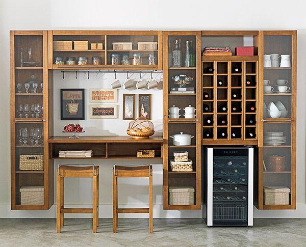 Tok&Stok Bar Utilize o porta-garrafas da cozinha planejada para organizar uma simples e prática adega.