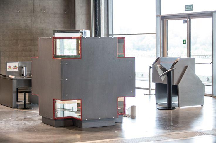 """Eksponat """"Kostka do nieskończoności"""" / The exhibit """"Cube to infinity"""""""