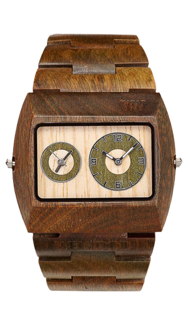 Robustní, přesto snadno nositelné hodinky v univerzálním tónu dřeva, který se hodí téměř ke všemu, mají stejně jako ostatní produkty řady JUPITER zabudované hned dva strojky Miyota, díky nimž už se nebudete bát kontrolovat čas.