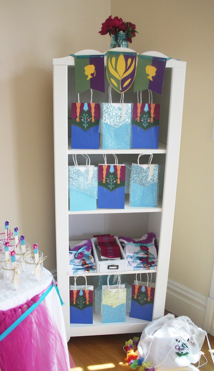 Frozen inspired bedroom - Find This Pin And More On Frozen Birthday Party