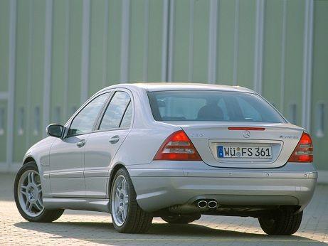 Mercedes-Benz C 32 AMG (2001 – 2004).