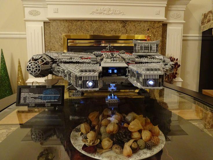 Lego 10179 ucs millennium falcon with lights millennium for Interieur faucon millenium