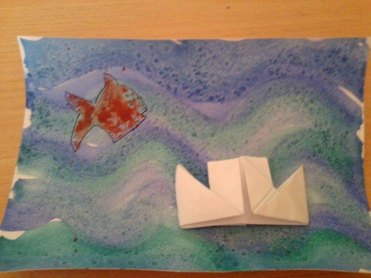 moře... vodová barva + posypáno solí. Rybička otisk.