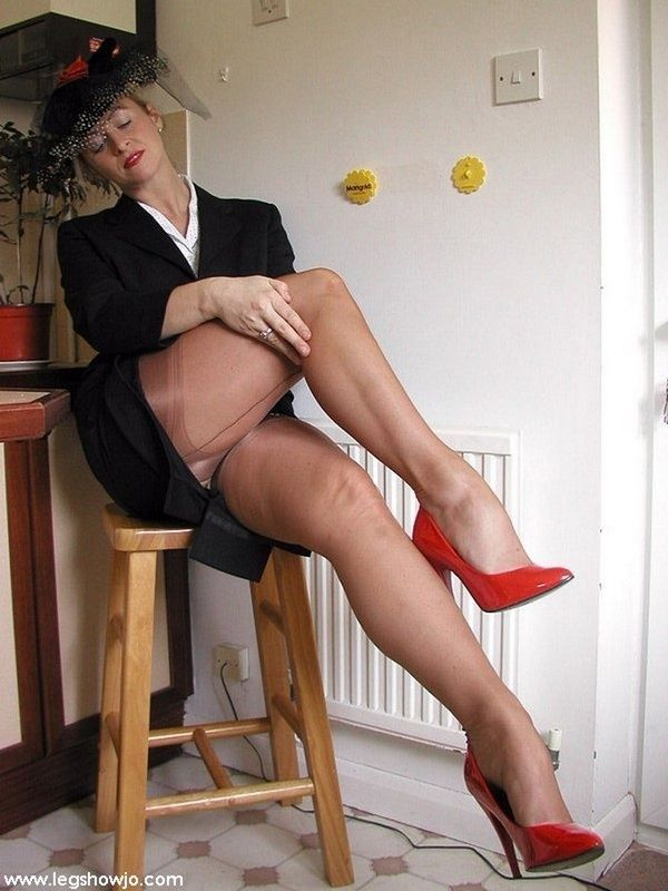 Matures and pantyhose leggy