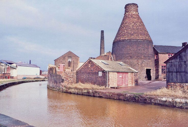 The Bottle Kiln of the Top Bridge Pottery (Price & Kensington), Longport, Stoke-on-Trent | by stonemouse