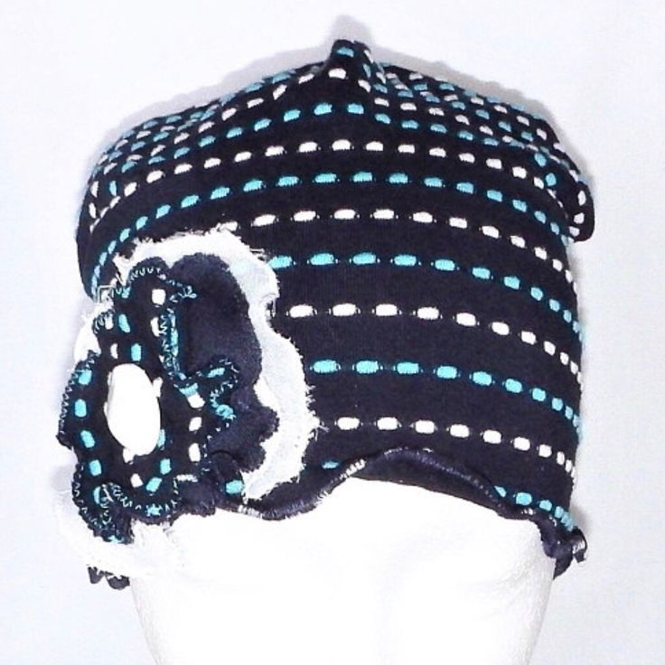 This is a chemo headwear for women in a very comfortable and stretch fabric! Light and unique!