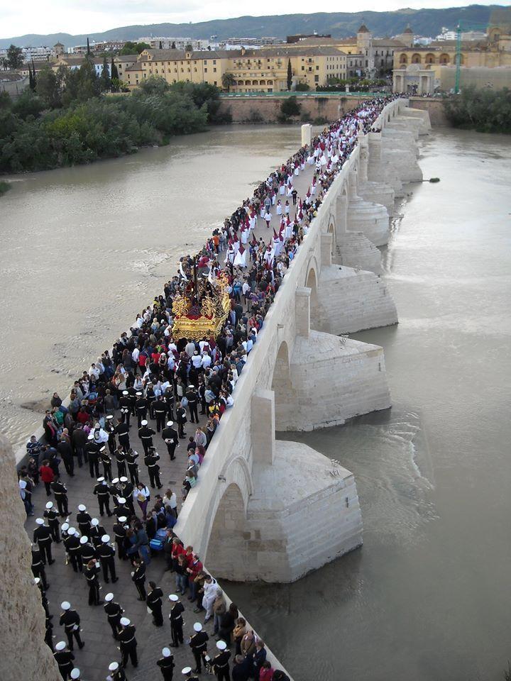 Puente romano. Semana Santa. Córdoba